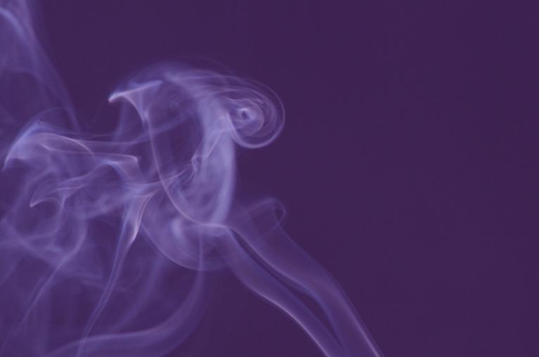 タバコの煙を避ける